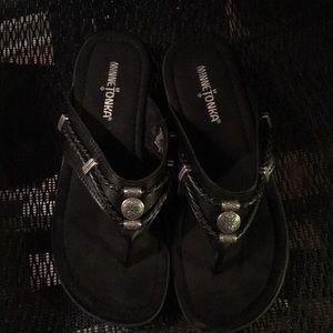 Minnetonka sandals size 7